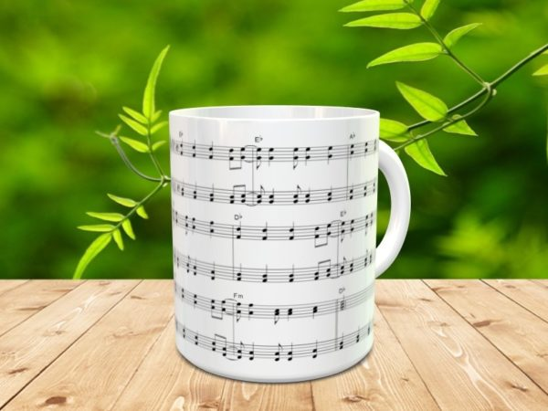 Taza con frase sugerente y partitura