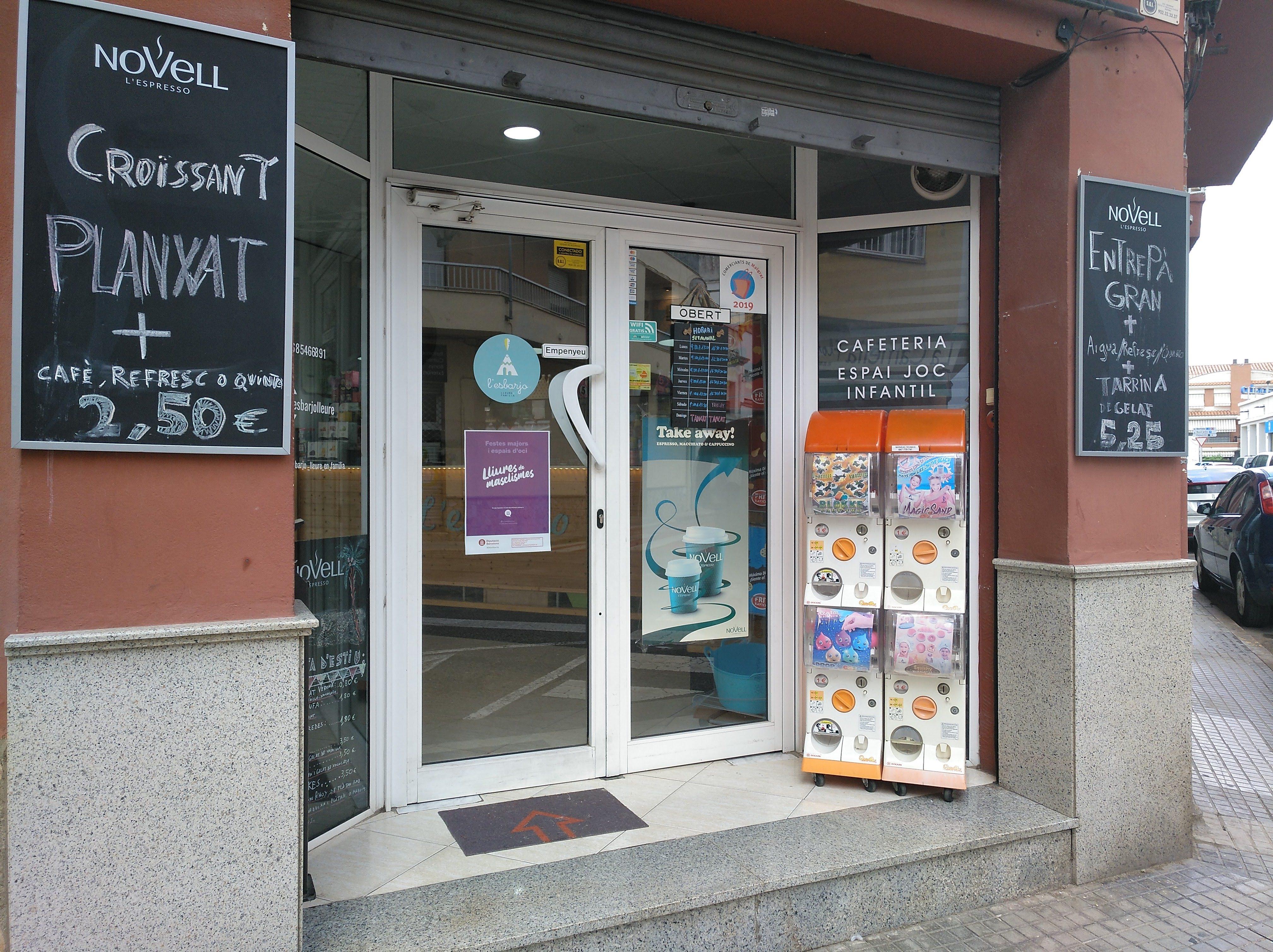 Puerta zona infantil esbarjo venta de bolas de navidad Lausearte