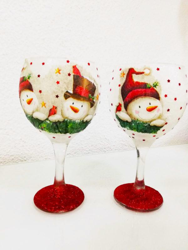Copas de decoración navideña con muñecos de nieve