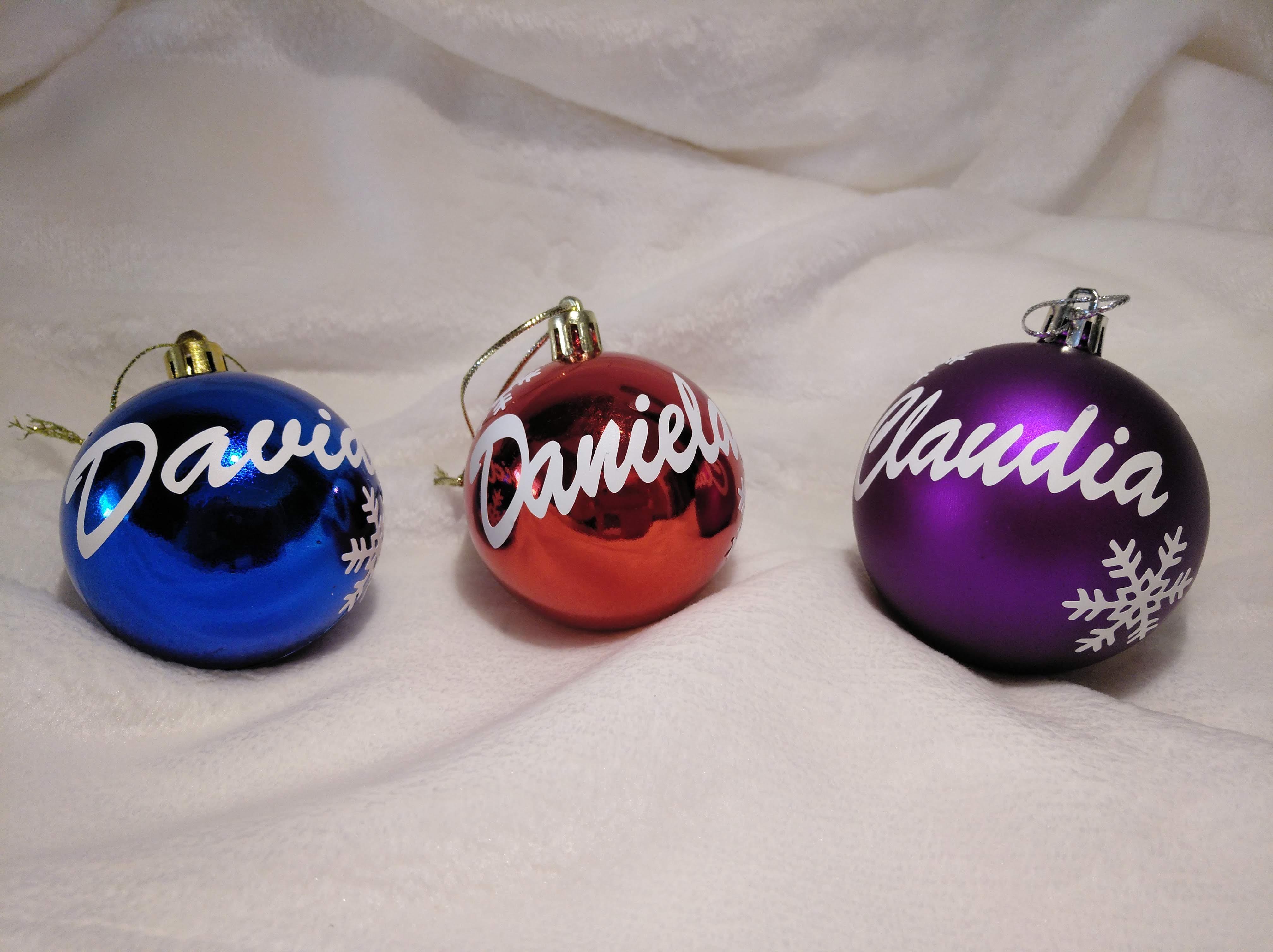 Bolas de navidad tituladas con el nombre