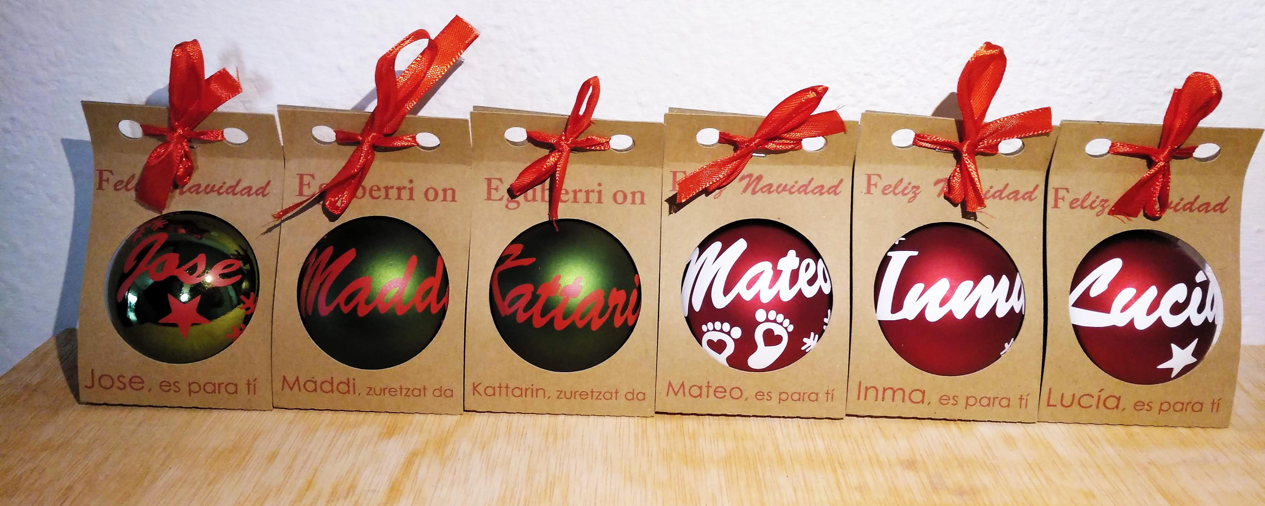 Bolas de navidad tituladas en Euskera